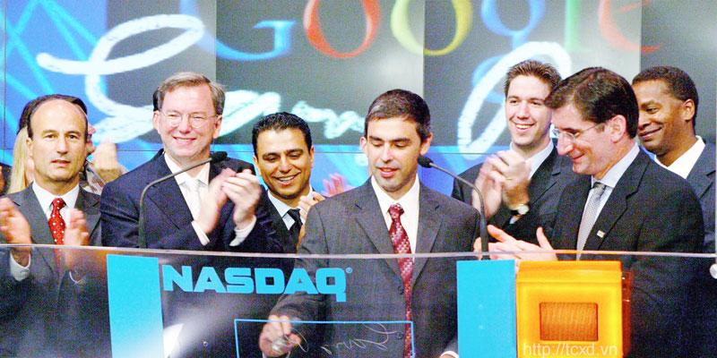 Google phát hành cổ phiếu ngày 18/8/2004 với số tiền thu được từ IPO là 1,67 tỷ USD. Kể từ khi IPO đến nay, cổ phiếu của Google đã tăng lên hơn 481%. Hiện đạt mức 614,11 USD/cổ phiếu (tính đến ngày 22/5)